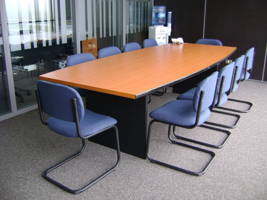 Mesa de reunion ovalada for Mesa de reuniones